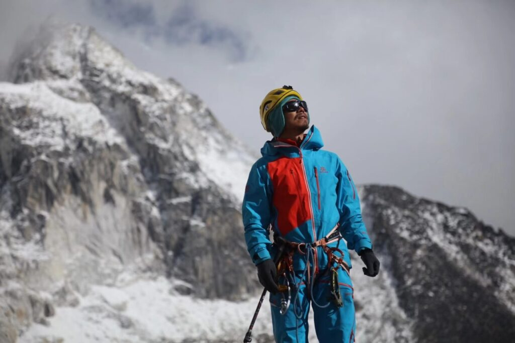 Zhang Hang Chinese First Blind to climb Everest in Asia Third Blind to climb Everest in world